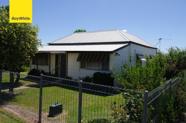 24 William Street, Inverell NSW 2360
