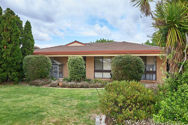 17 Warrambool Crescent, Glenfield Park NSW 2650