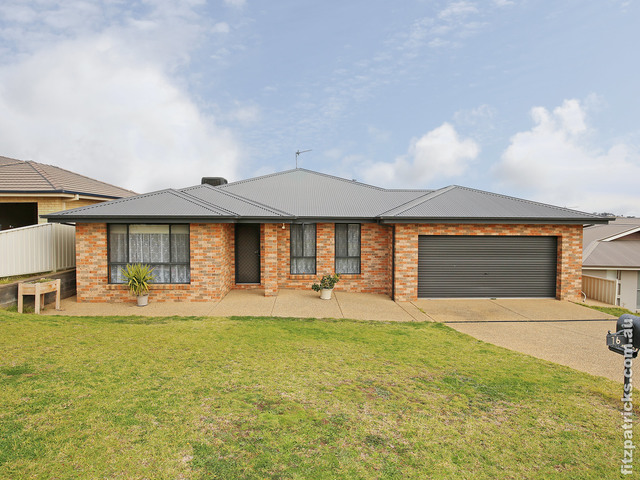 16 Balala Crescent, Bourkelands NSW 2650