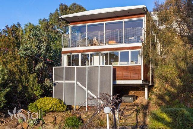 60 Knocklofty Terrace, West Hobart TAS 7000