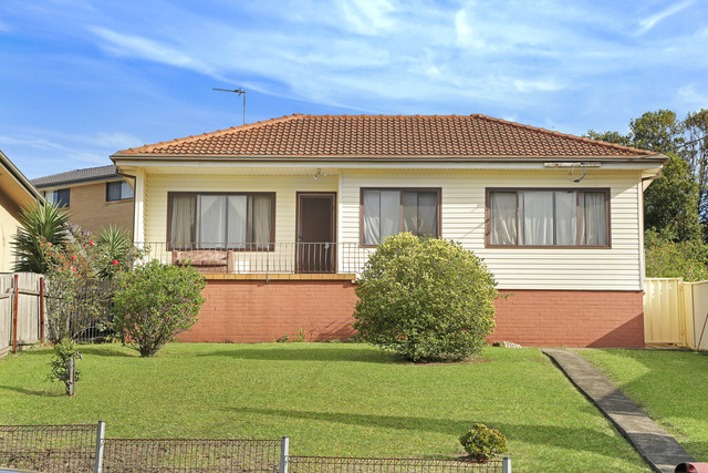 4 Ranchby Avenue, Lake Heights NSW 2502