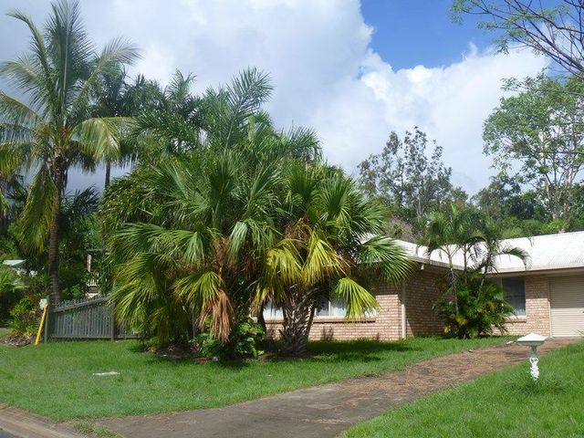 8 Solway Avenue, Cannonvale QLD 4802