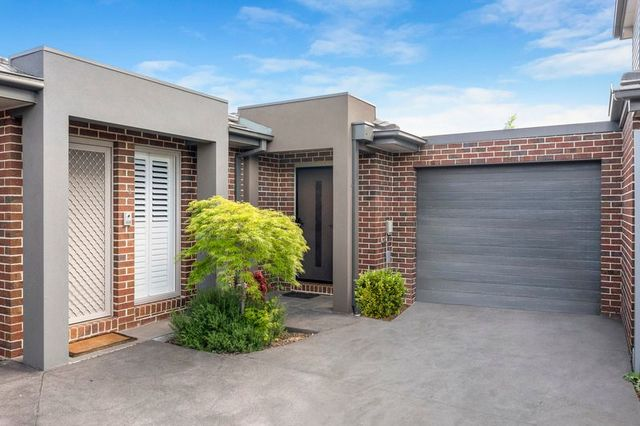 2/53 Moore Road, Airport West VIC 3042