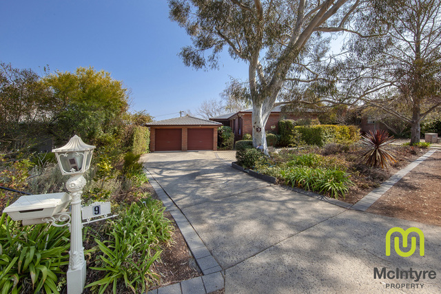 9 Schlam Place, Kambah ACT 2902