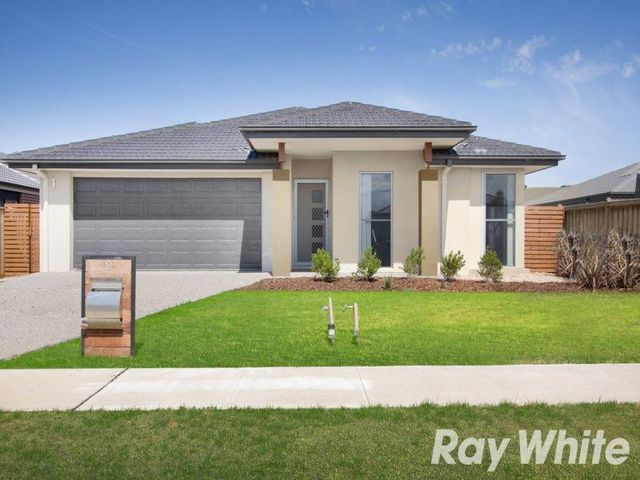 8 Naas Road, Clyde North VIC 3978