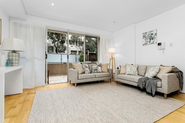 2/213 Normanby Road, VIC 3168