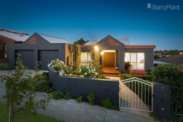 15 Chancellor Place, Highton VIC 3216