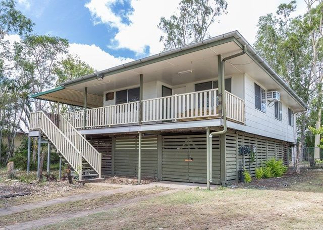 30 Middle Crescent, Dysart QLD 4745