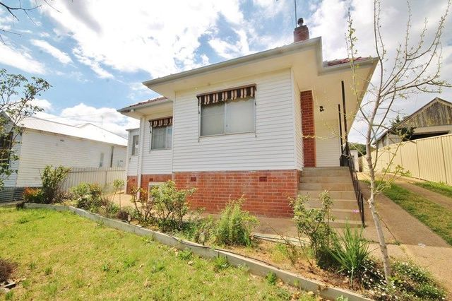 4 Main Street, Young NSW 2594