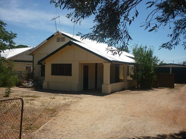 27 Princess St, Peterborough SA 5422