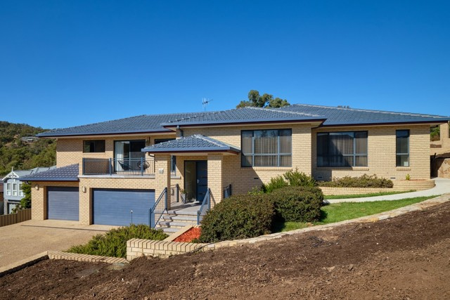 2 Bellbush Close, NSW 2619