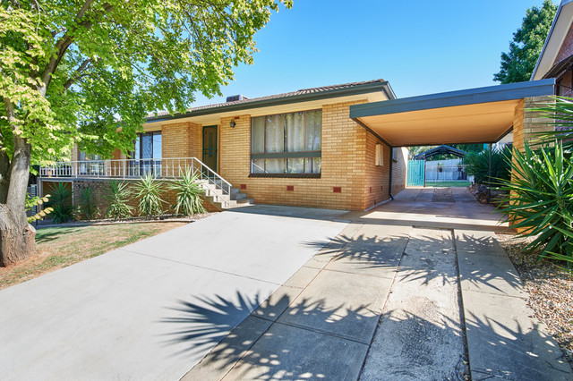 79 Leavenworth Drive, Mount Austin NSW 2650