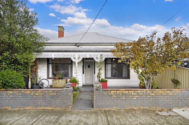 2 Bladen Avenue, Brunswick East VIC 3057