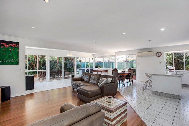 36 Pintail Crescent, Burleigh Waters QLD 4220