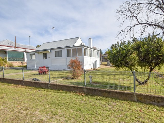 13 Yass Street, Young NSW 2594
