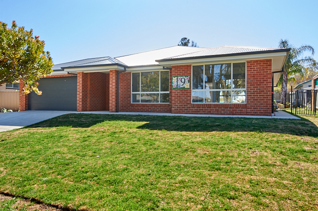 19 Tinga Cres, Kooringal NSW 2650