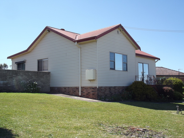 13 St Cloud Crescent, Lake Heights NSW 2502