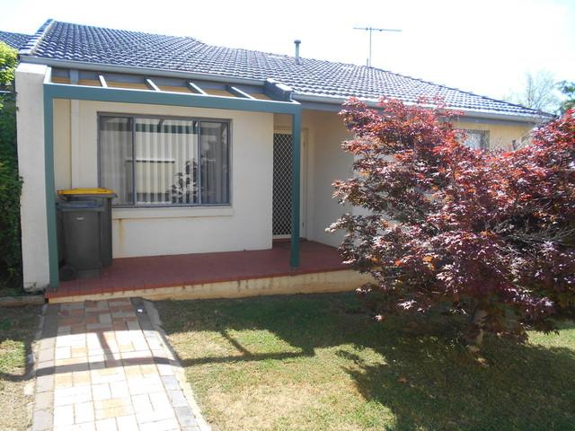 1/4 Old Barracks Lane, Young NSW 2594
