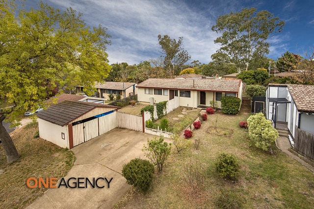 10 Weaver Place, Charnwood ACT 2615