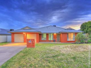 5 Tahara Crescent Estella NSW 2650