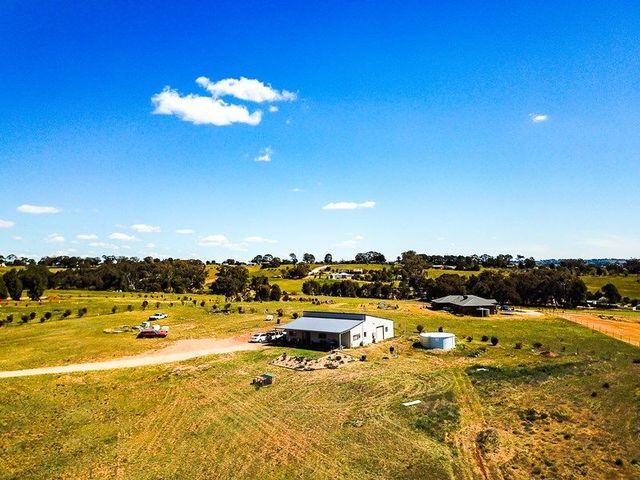 105 Bourkes Lane, Young NSW 2594