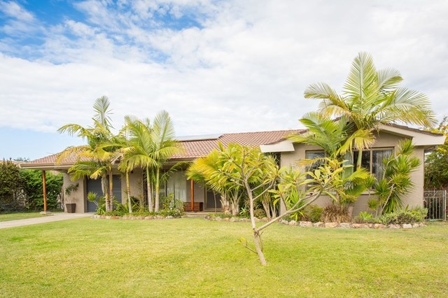 8 Kennewell Parade, Tuncurry NSW 2428