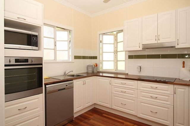 20 Sooning Street, Hermit Park QLD 4812