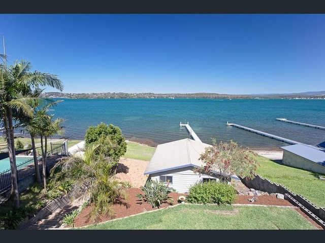 61 Coal Point Road, Coal Point NSW 2283