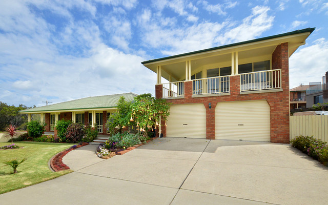 29 Beach St, Tuross Head NSW 2537