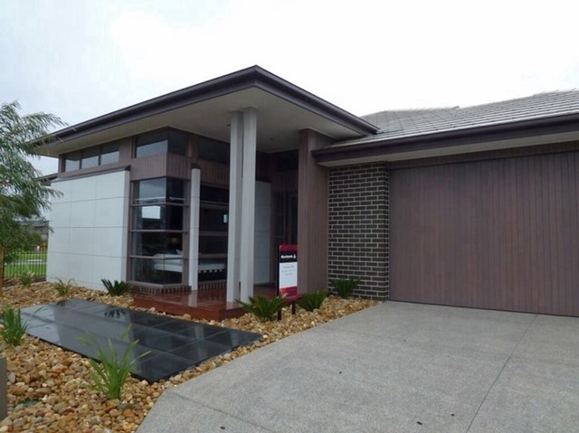 36 Flowerbloom Crescent, Clyde North VIC 3978