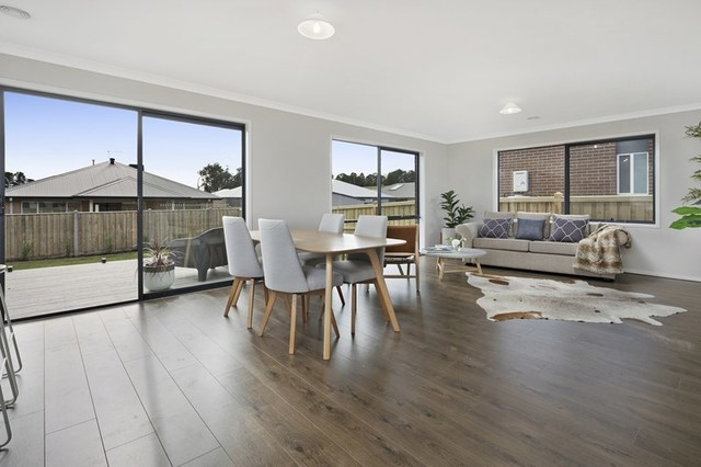 35a South Road, Woodend VIC 3442