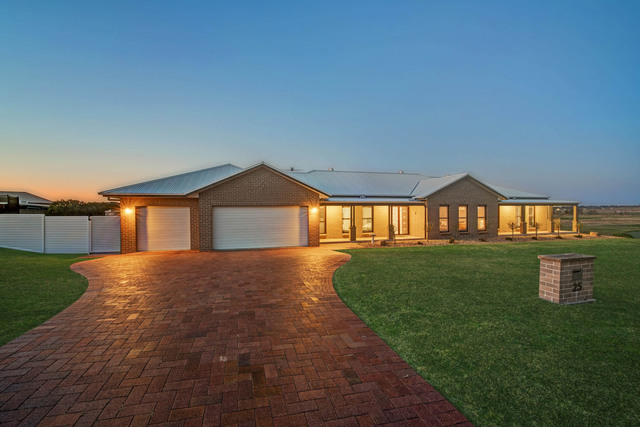 25 Arran Circuit, Largs NSW 2320