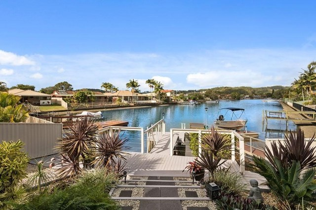 2 Harris Court, Currumbin Waters QLD 4223