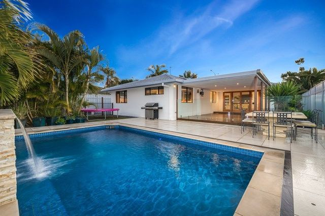 128 Sunshine Boulevard, Mermaid Waters QLD 4218