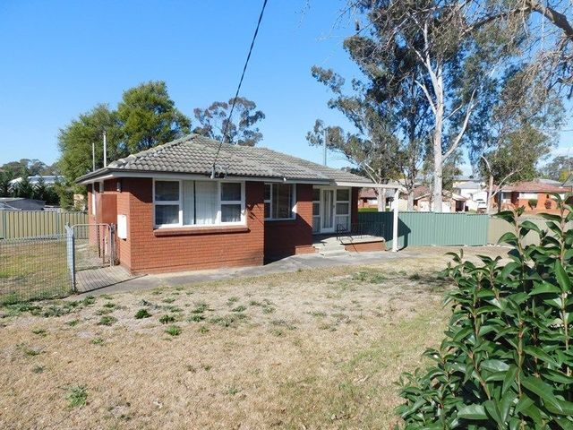 8 Chester Avenue, Cambridge Park NSW 2747