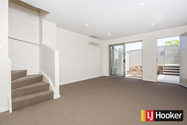 8 Ingold Street, Coombs ACT 2611