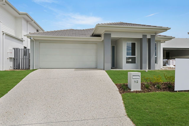12 Arundel Springs Ave, Arundel QLD 4214