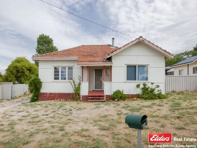 29 Moore Street, Collie WA 6225