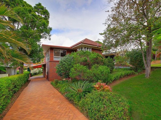 92 Brodie Street, Holland Park West QLD 4121