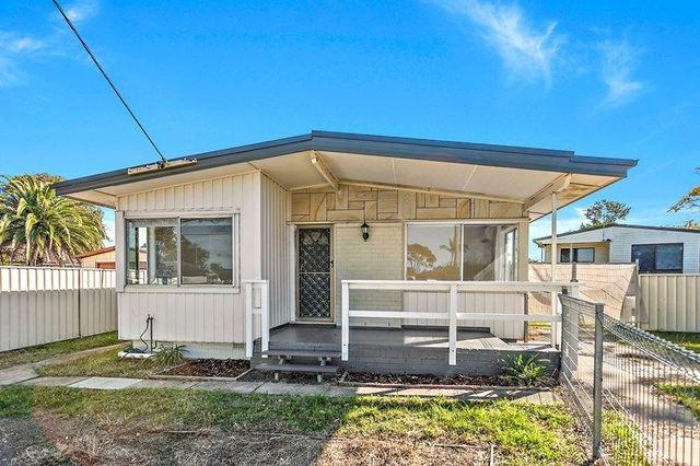 4 Alfred Crescent, Lake Illawarra NSW 2528