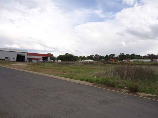 13 & 13A Brickfield Avenue, Armidale NSW 2350