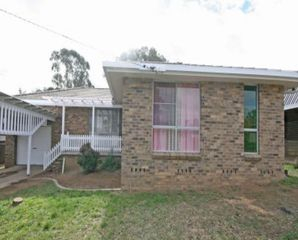 9 Kinarra Street Tamworth NSW 2340