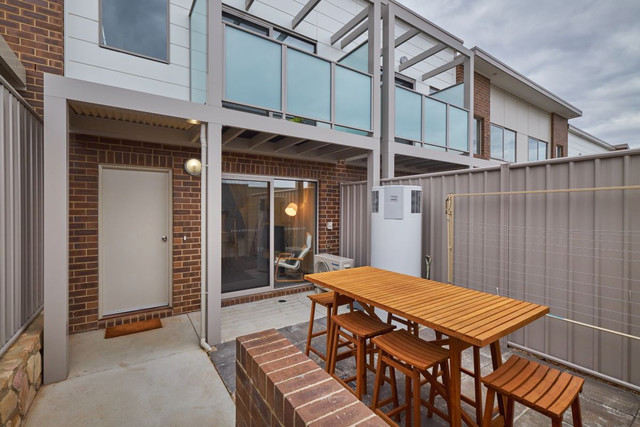16 Ingold Street, Coombs ACT 2611