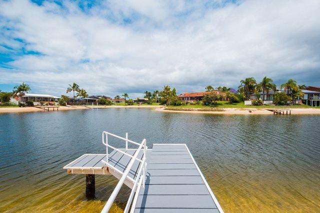 23 Weatherly Avenue, Mermaid Waters QLD 4218