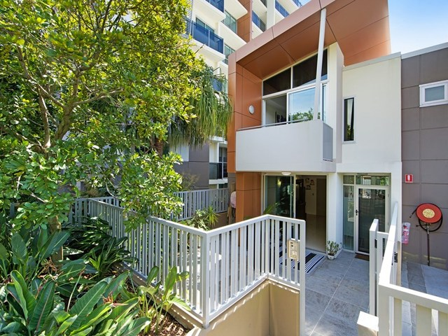 4/53 Darrambal Street, Surfers Paradise QLD 4217