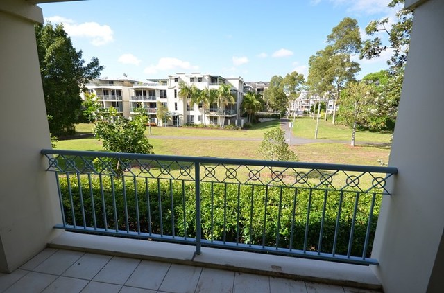 4/3 Roseberry Place, NSW 2041