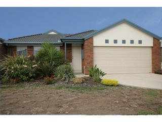 5 Maculata Place