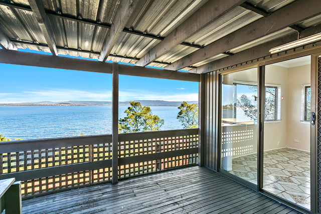 27 Northcliffe Drive, Lake Heights NSW 2502