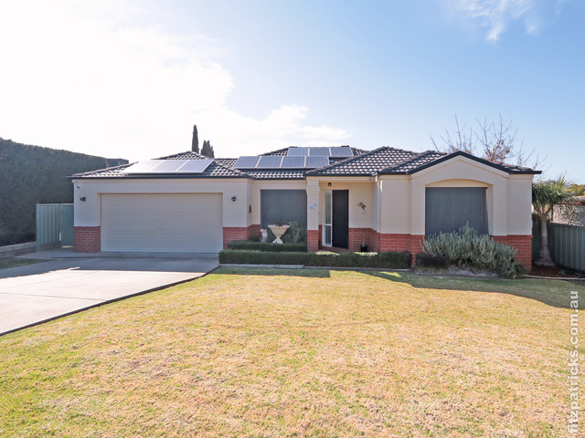 11 Willang Crescent, Glenfield Park NSW 2650