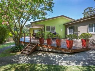 19 The Lakesway -